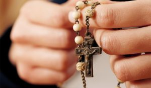 Rezar el rosario