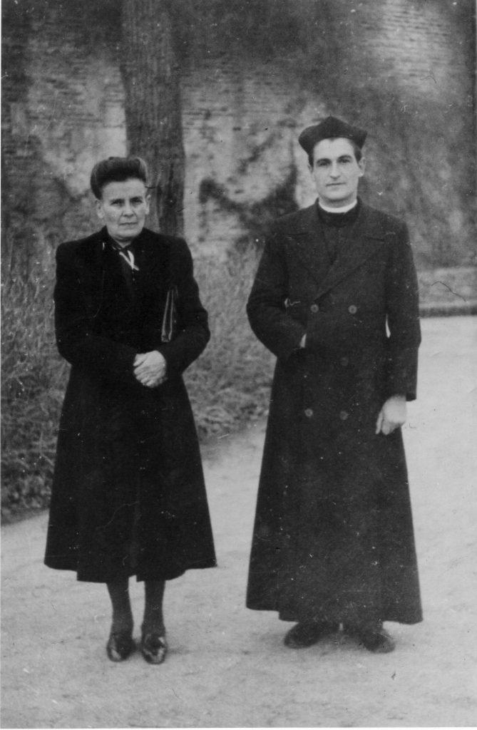 P. Molina con su madre.