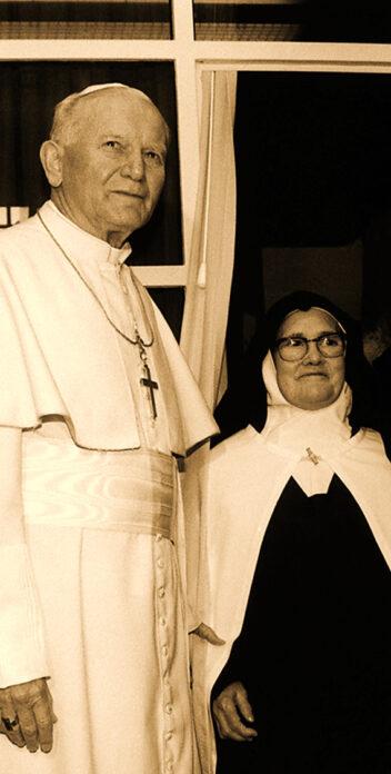 La Hermana Lucía con el Papa JPII